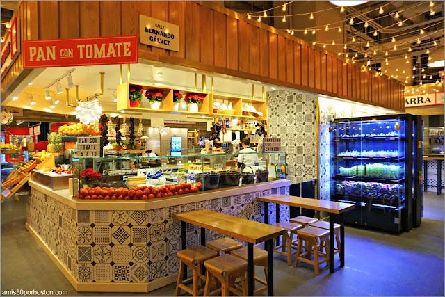 Puesto de Frutas y Verduras del Mercado Little Spain en Nueva York