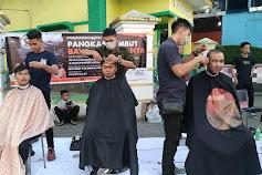 Barber Man Beri Layanan Pangkas 'Bayar Seikhlasnya' di CFD Merdeka Walk