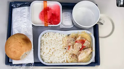 The Reasons Food on the Plane Feels More Bland