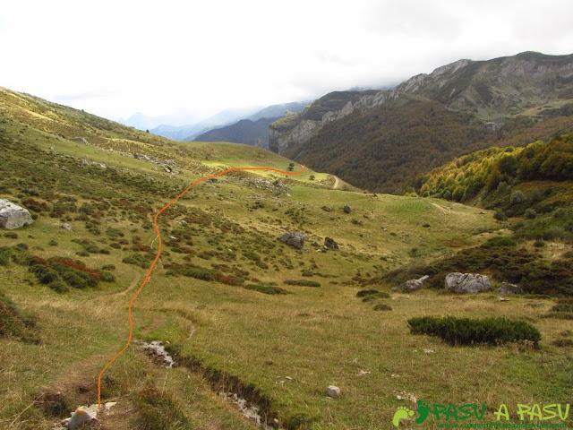 De la majada de Pedabejo, camino a la pista de Fuente Dé.