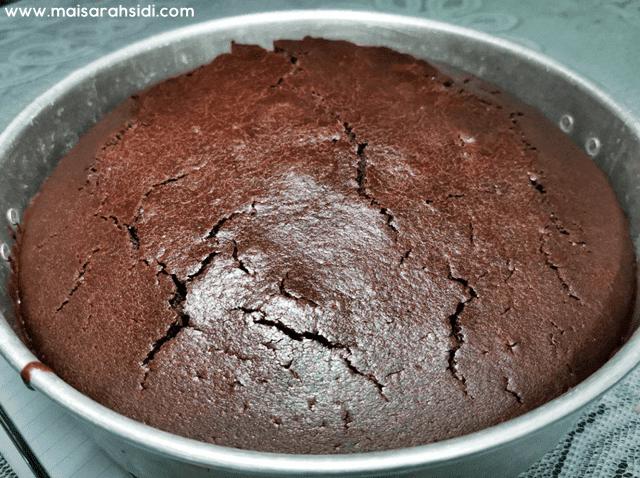 kek coklat kismis moist