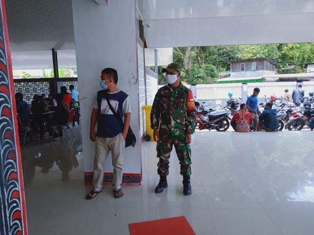 Edukasi Covid-19, Personel Jajaran Kodim 0207/Simalungun Monitor Pelaksanaan Pesta Pernikahan Diwilayah Binaan
