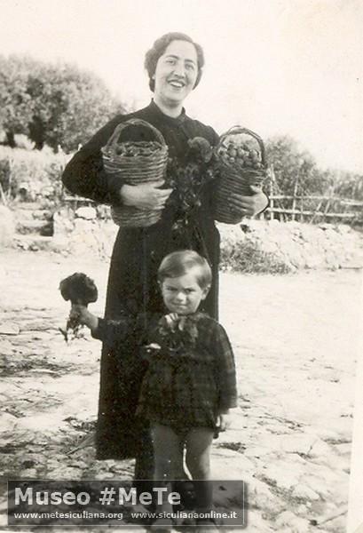 Manlio Basile con la mamma, Monterosso anno1939