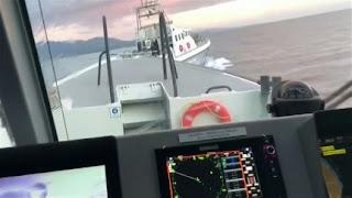 بعد محاولته اعتراض طالبي اللجوء..خفر السواحل التركي يطارد زورقا يونانيا (فيديو)