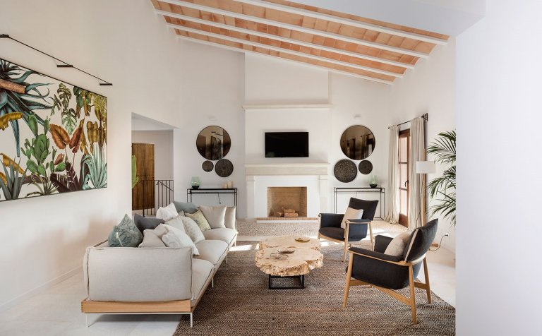Natural and contemporary design for a country house in Mallorca