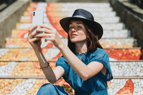 Perfect Selfie Poses Tips