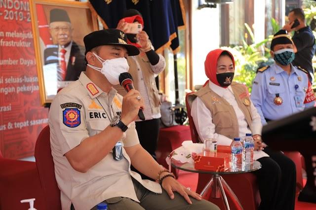 Salurkan 809 Paket Sembako, Walikota Eri Apresiasi Kemenkumham Jatim