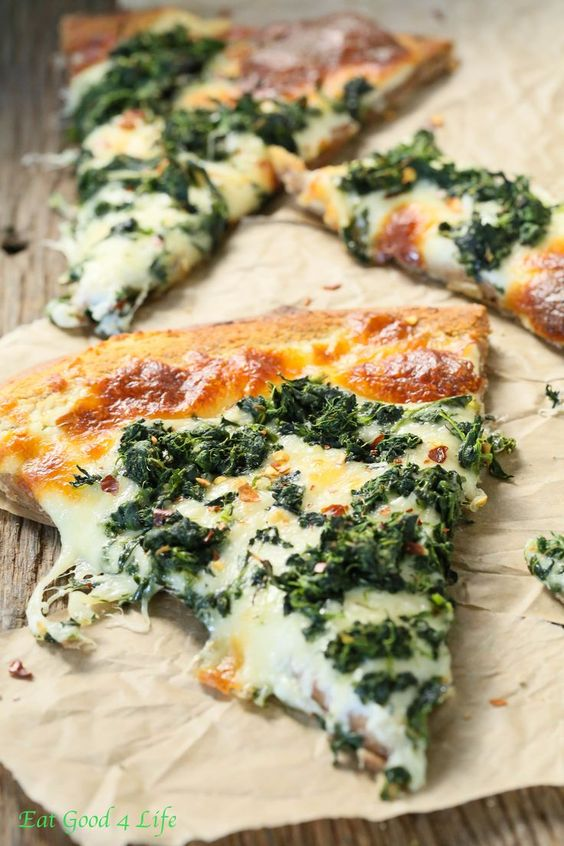 ROASTED GARLIC SPINACH WHITE PIZZA #recipes #pizza #pizzarecipe #food #foodporn #healthy #yummy #instafood #foodie #delicious #dinner #breakfast #dessert #lunch #vegan #cake #eatclean #homemade #diet #healthyfood #cleaneating #foodstagram