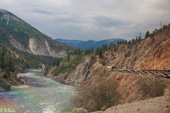 Cruzando los tuneles de las rocosas en Rocky Mountaineer