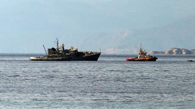 Στο Ναύσταθμο της Σαλαμίνας το σκάφος του Πολεμικού Ναυτικού που εμβολίστηκε από εμπορικό πλοίο (βίντεο)