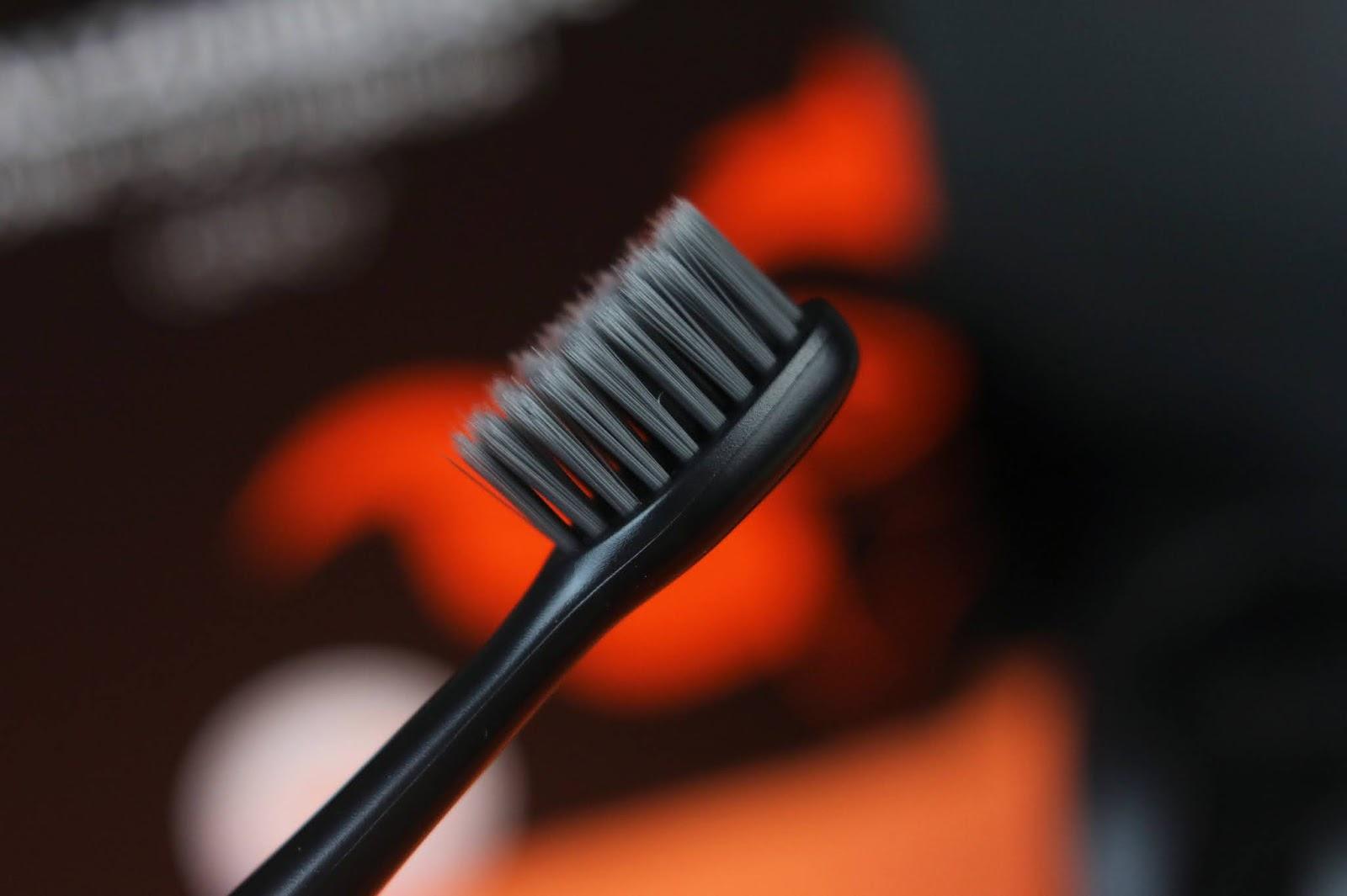amazon, design, elektrische zahnbürste, erfahrung, lange akkulaufzeit, mundhygiene, review, schallzahnbürste, schwarze zahnbürste, wasserdicht, wechselköpfe, weissere zähne, zahnheld gero, zahnpflege,