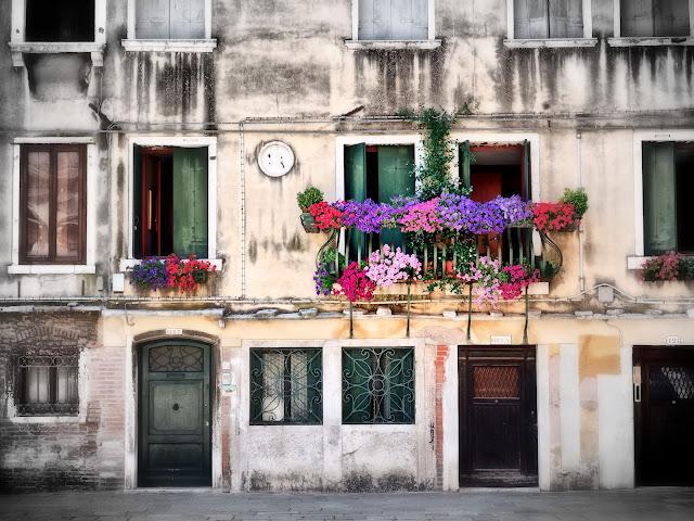 Hausfassade am Campo s. Silvestro, venezia