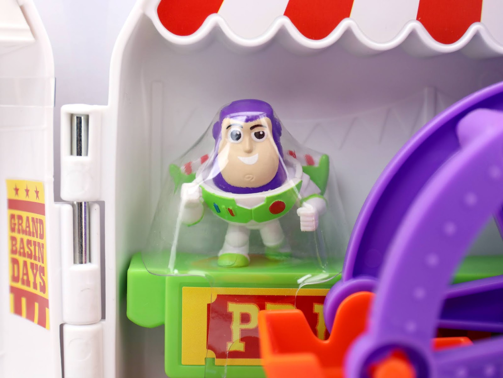 "Toy Story 4 ""Minis"" Buzz Lightyear's Star Adventurer Playset review"
