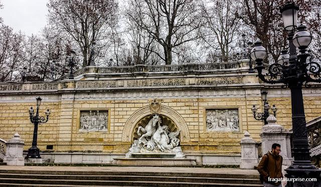 Parque della Montagnola, jardim público em Bolonha, Itália