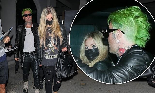 Avril Lavigne y Mod Sun lucen como la pareja de rock perfecta en West Hollywood