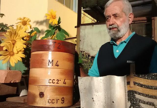Ο Νίκος Μητσιώτης διδάσκει μελισσοκομία ( meliponicultura) στο χωριό των ινδιάνων TEKOA YTU, São Paulo, SP., αλλά όχι αποκλειστικά τους ινδιάνους της Βραζιλίας.