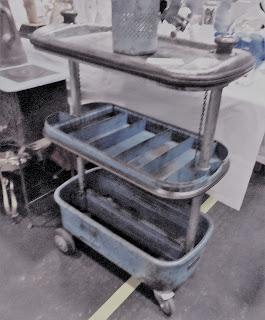carro de herramientas vintage en el desembalaje de bilbao
