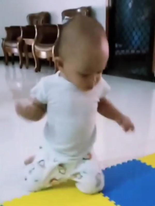kapan-bayi-bisa-jalan