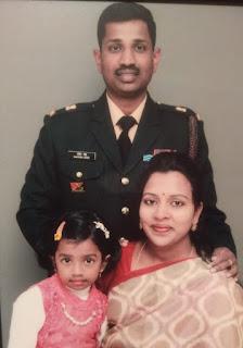 కల్నల్ సంతోష్ బాబు కుటుంబ సభ్యులతో కలసి ఉన్న చిత్రం