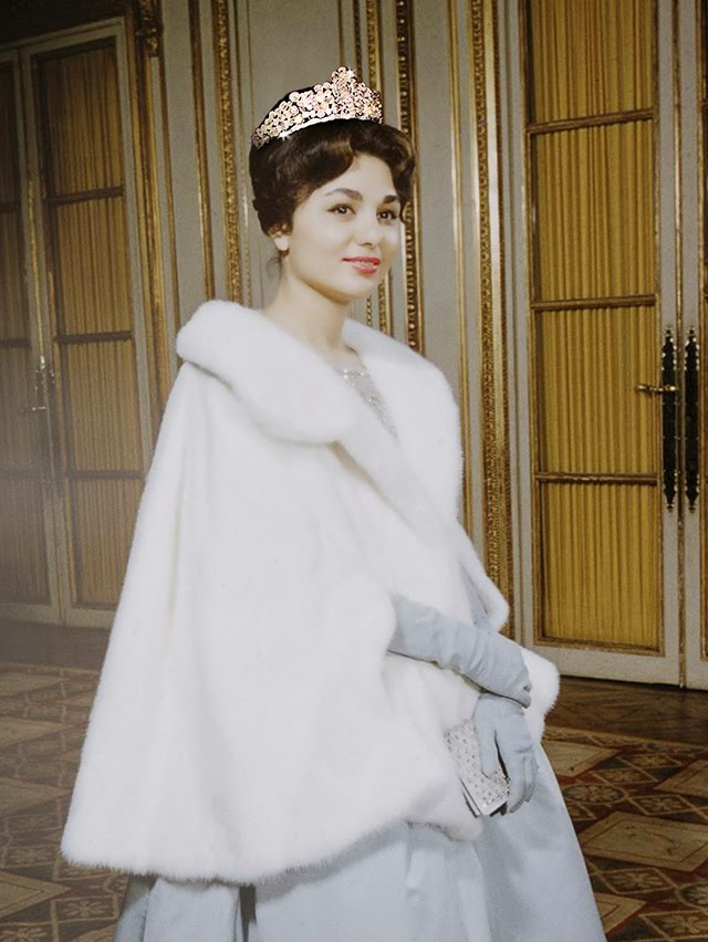 17 Beautiful Portraits Of A Young Farah Pahlavi The Last