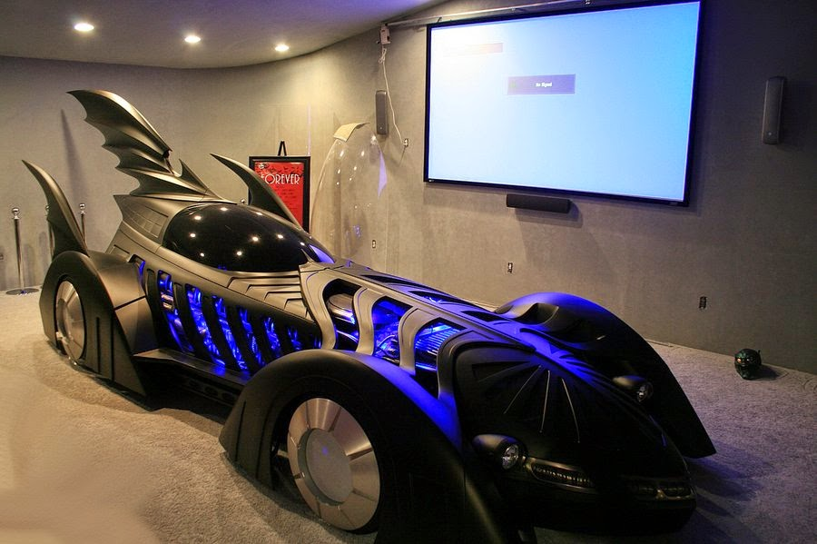 08-Batmobile-Bobby-Causey-Hyper-Realistic-Sculptures-www-designstack-co
