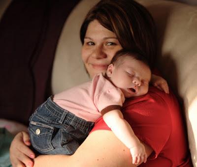Un estudio revela por qué tendemos a acunar al bebé del lado izquierdo.
