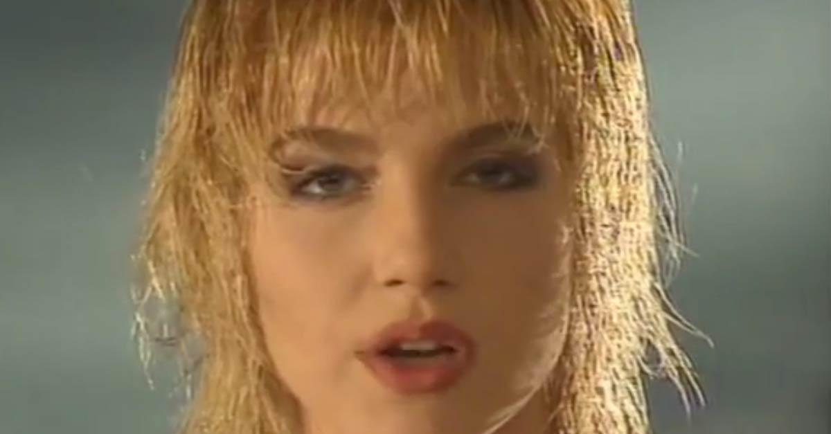 Lorella Cuccarini in ''Taci ascolta il cuore'', sigla di ''Bellezze sulla neve''