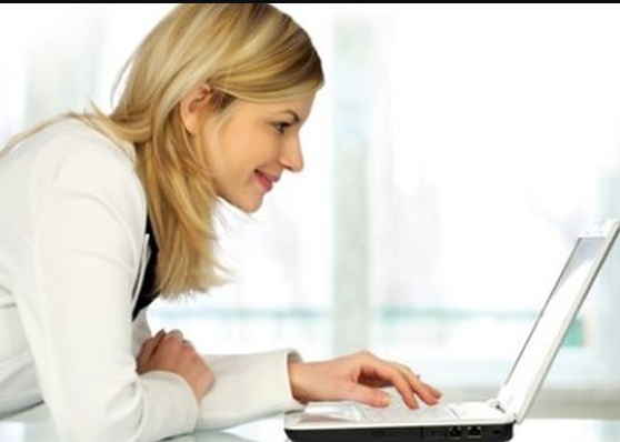 Top Ways Women Can Earn Money Online Without a Website