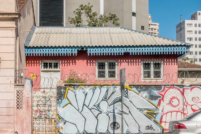 Casa na esquina da Augusto Stellfeld com Ébano Pereira - anexo com lambrequim