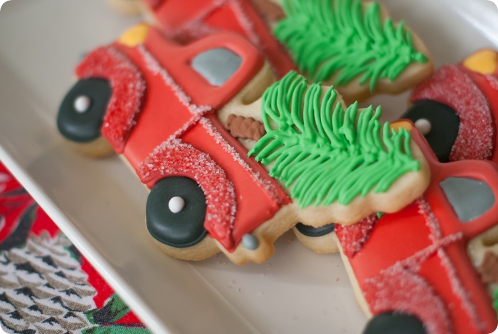 how to decorate a truck carrying a Christmas tree cookie