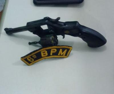 Dupla é presa com arma de fogo em via pública