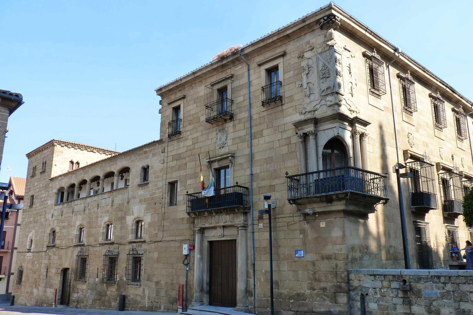 Casa del Deán a la derecha y del Doctor Trujillo a la izquierda.