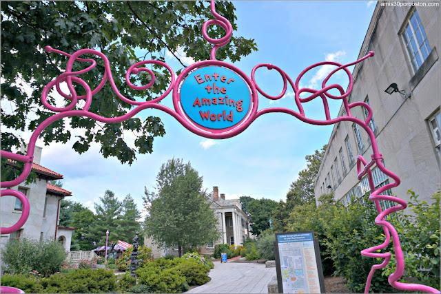 Entrada al Dr. Seuss National Memorial Sculpture Garden en Springfield, Massachusetts
