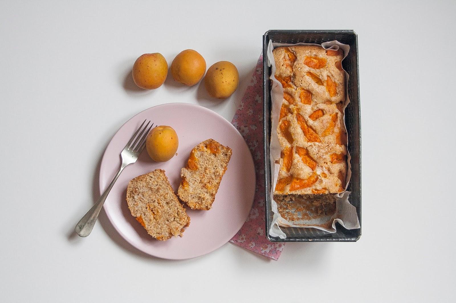 Plumcake di albicocche senza uova e senza burro