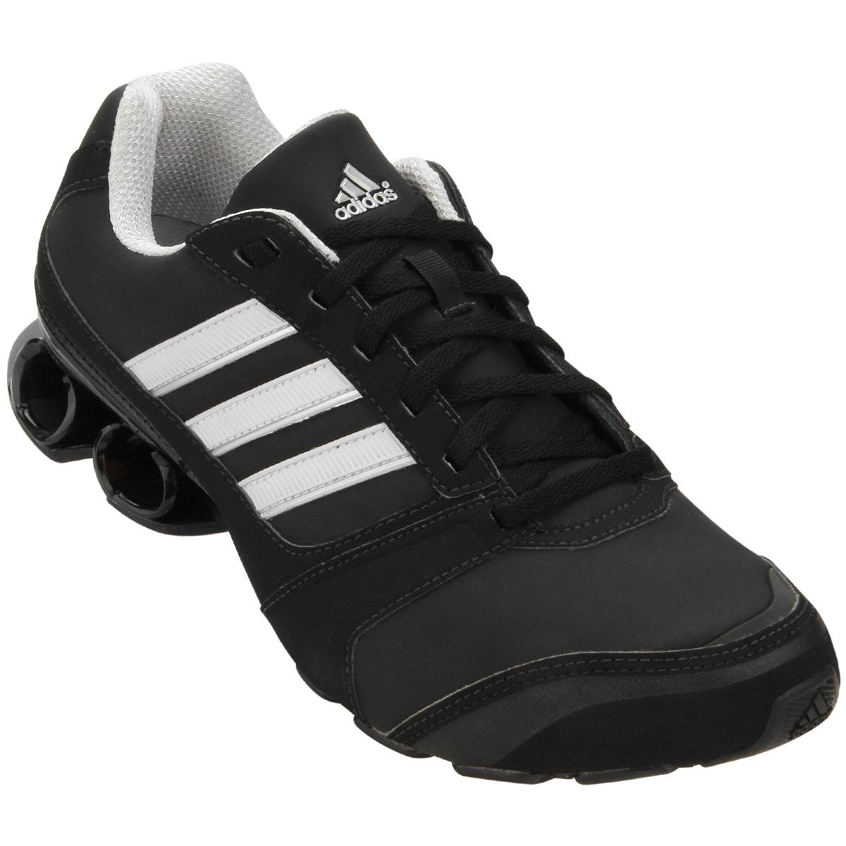 1534fab8aff O Tênis Adidas Komet Syn é fabricado em material sintético que valoriza o  visual esportivo