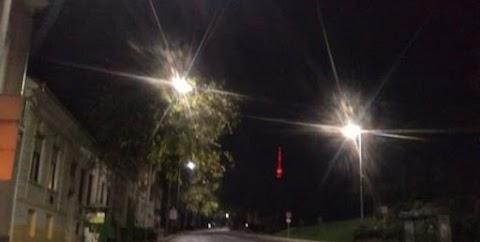 Provokáció! Vörös színűre festették a pécsi tv-tornyot a nemzeti ünnepen