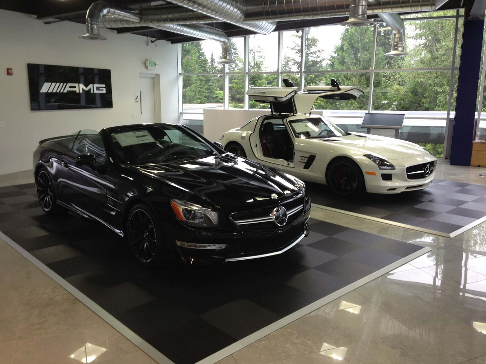 Amg performance center at mercedes benz of lynnwood for Mercedes benz training center