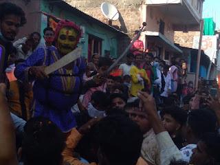 पाताल रावण और राम के बीच युद्ध का मंचन लंका ग्रुप द्वारा किया गया