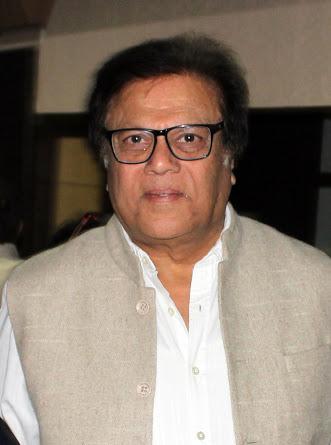 टीवी, सिनेमा और रंगकर्म में एक साथ सक्रिय राजीव वर्मा नाट्यगंगा में छात्रों की ली ऑनलाइन क्लास।