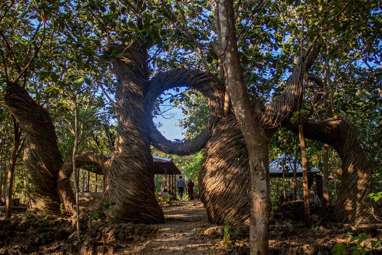 Ornamen foto di Geoforest Watu Payung Turunan
