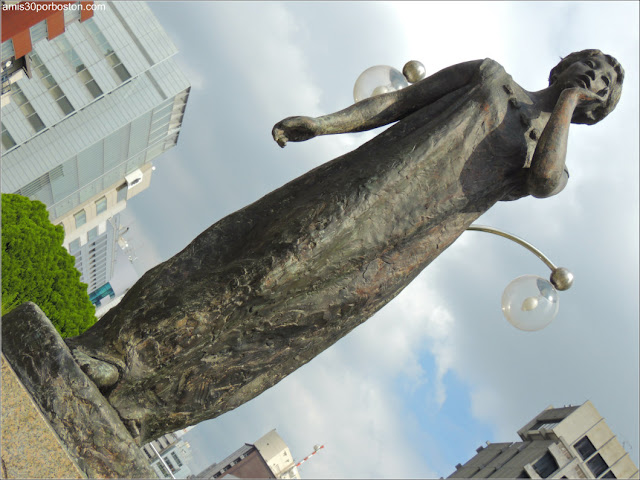 Escultura en el Tsukiji River Ginza Park, Tokio