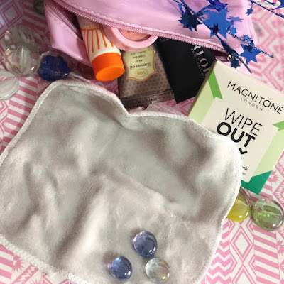 Wipe-Out-Eco-Friendly-Magnitone London-Toalla-Desmaquillante