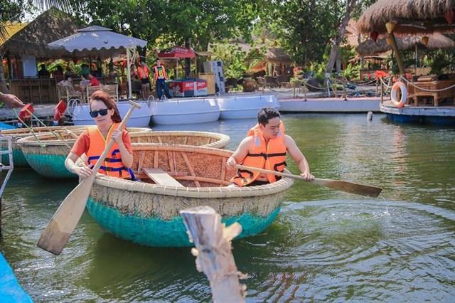 Khu du lịch gần Sài Gòn làng Tre Việt