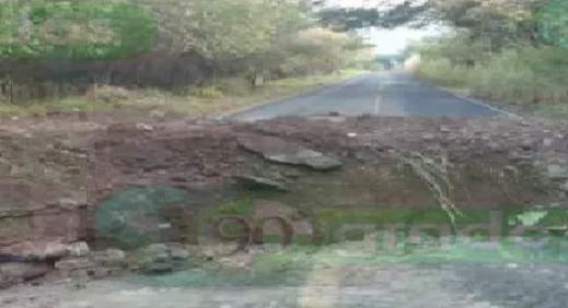 Sicarios de El CJNG y Cárteles Unidos destruyendo Carreteras para impedir paso tras enfrentamientos en Michoacán