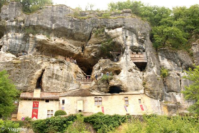 Visitare la Maison Forte de Reignac in camper