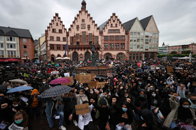 Thousands of Germans demonstrate against Floyd's death