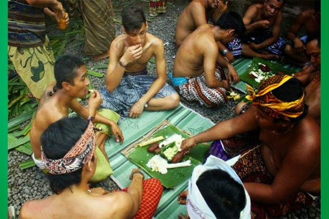 Tradisi Megibung Di Bali