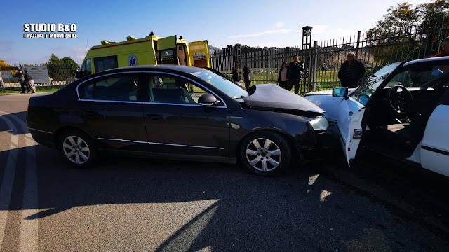 Τροχαίο ατύχημα από σύγκρουση αυτοκινήτων στην διασταύρωση Τσεκρέκου στο Ναύπλιο (βίντεο)