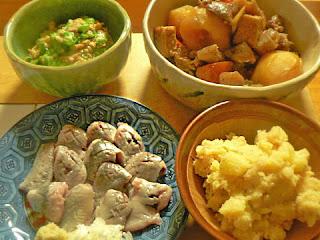 家飲み イワシの刺身、牛すじ煮物、明太ポテトサラダ、オクラ納豆