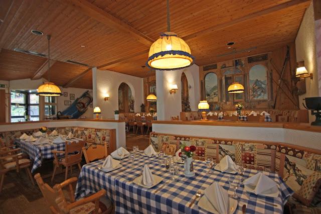 Bayerisches Restaurant, Trachtenhochzeit in den Bergen von Bayern, Riessersee Hotel Garmisch-Partenkirchen, Wedding in Bavaria